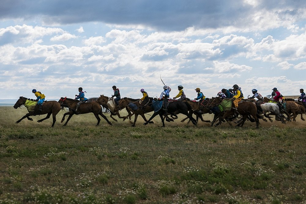 mongolia_horse_race_start